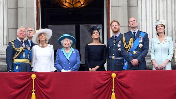 Britannian kuninkaallista perhettä RAF100-paraatin juhlien aikana Buckinghamin palatsin parvekkeella seuraamassa ylilentoa Lontoossa, 10. heinäkuuta 2018.