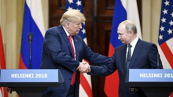 Yhdysvaltojen presidentti Donald Trump ja Venäjän presidentti Vladimir Putin kättelivät lehdistötilaisuudessa Helsingissä 16. heinäkuuta.