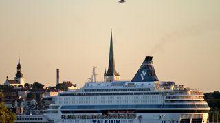 Matkustajalautta saapuu Tallinnan satamaan.