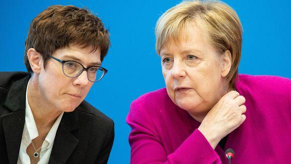 Annegret Kramp-Karrenbauer ja Angela Merkel.