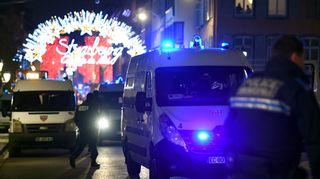 Hälytysajoneuvoja lähellä joulutoria Strasburgissa.