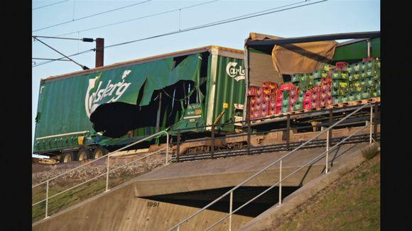 Tavarajunan kylki aukirevenneenä.