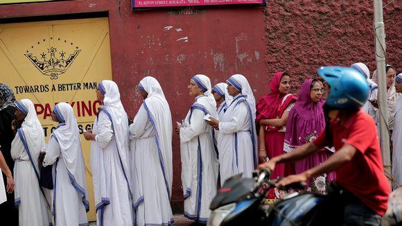 Äiti Teresan seuraajat jonottivat äänestämään sunnuntaina Kolkatassa.