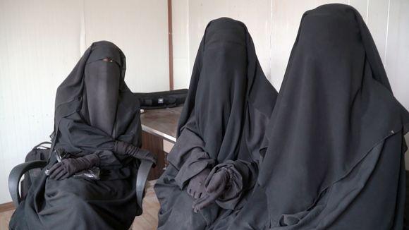 ISIS-leiriltä Syyriassa suomalaisnaisia.