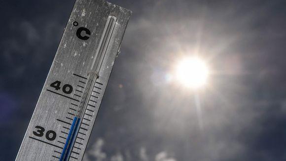 Lämpötila nousi lähes 37 asteeseen Godewaersveldessa Pohjois-Ranskassa maanantaina.