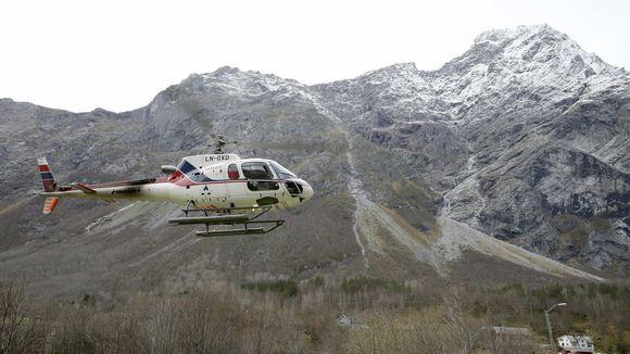 Helikopteri. Taustalla Mannen-vuori.