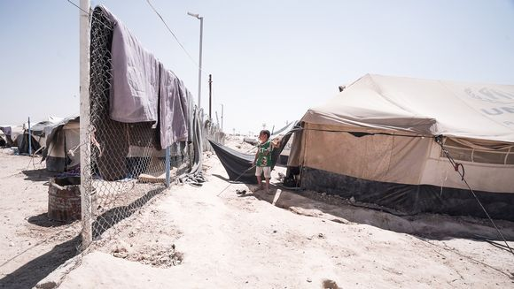 Lapsi al-Holin telttaleirissä Syyriassa