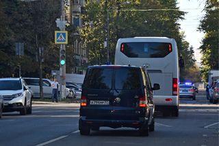 Moskovalaisen vankilan edestä lähti lauantaina kohti lentokentää busseja, joissa arveltiin olevan ukrainalaisvankeja.