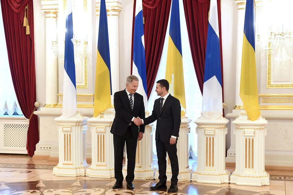 Finnish President Niinistö visits Ukraine with message of support, solidarity
