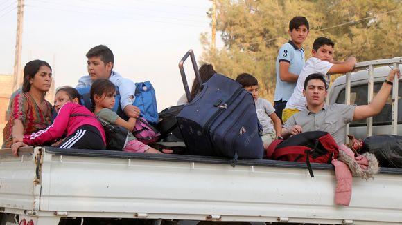 Kurdiperhe pakenee Turkin hyökkäsytä Pohjois-Syyriassa.