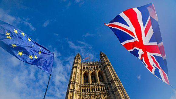 Liput liehuvat Lontoossa.