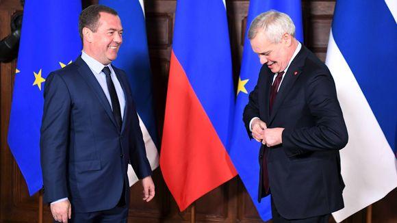 Dmitri Medvedev ja Antti Rinne tapaavat Moskovassa.
