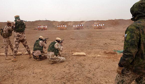sotilaita harjoittelee irakissa