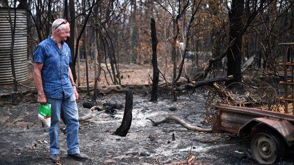 Ympäristöaktivisti Ken Stewart talonsa pihalla Budgongin alueella Uudessa Etelä-Walesissa.