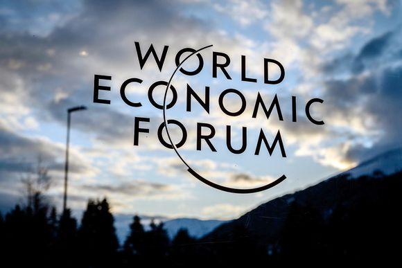 World Economic Forum -kyltti Davosissa.