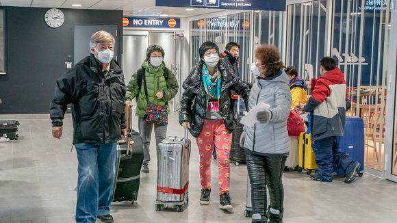Kiinalaisturisteja Rovaniemen lentokentällä helmikuussa 2020.
