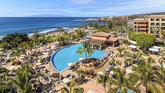 Costa Adeje Palace -hotelli Teneriffalla.