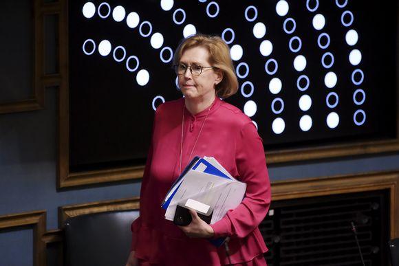 Työministeri Tuula Haatainen eduskunnassa.