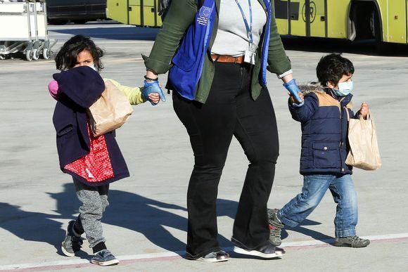 Pakolaislapsia ilman huoltajaa.