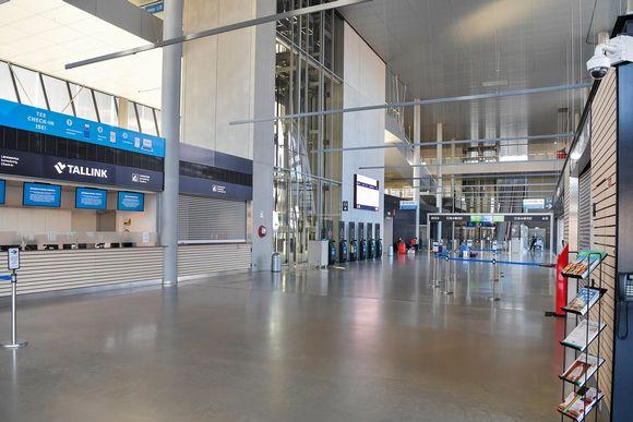 Kuvassa on Helsingin Länsisataman terminaali.