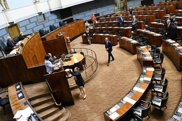 Kuvassa on äänestämistä puhemiehen vaalissa eduskunnan täysistunnossa.