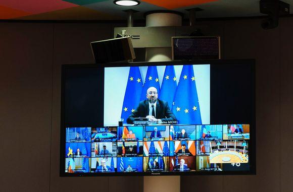 Kuvassa Charles Michel ja eurooppalaiset johtajat kokoustavat etäyhteyden välityksellä.