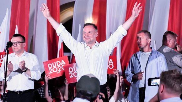 Andrzej Duda tapaamassa paikallisia asukkaita Zamoscissa, Puolassa 10. heinäkuuta.
