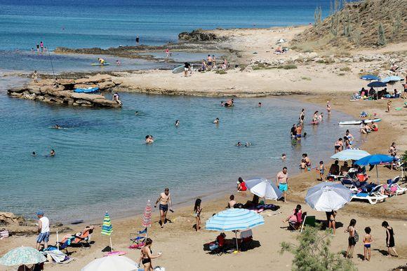 Kuvassa on näkymä rannalle.