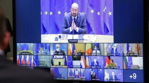 Charles Michel ja EU-maiden johtajat videokokouksessa tietokoneen näytöllä.