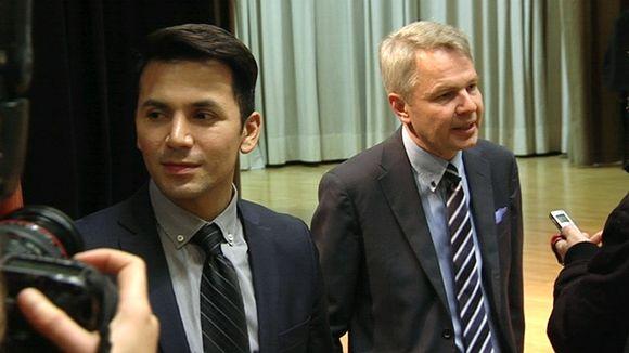Pekka Haavisto ja hänen puolisonsa Antonio Flores toisen kierroksen kanmpanja-avauksessa.