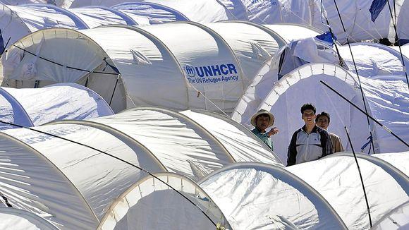 Telttoja tiheässä toistensa lomassa Tunisian Punaisen ristin leirillä