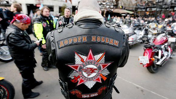 Yön sudet -moottoripyöräjengiläisiä Moskovassa.