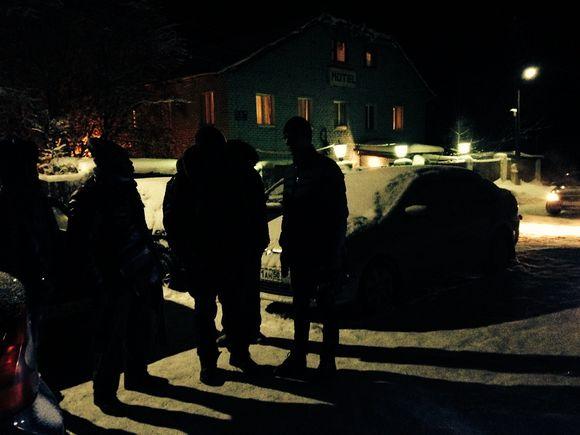 turvapaikanhakijoita yön pimeydessä Kantalahdessa Venäjällä.