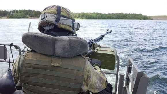 Suomalaisen Jehu-luokan aluksen kyydissä matkalla harjoitukseen merellä.