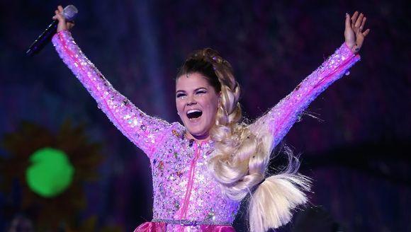 Video: Saara Aalto Britannian X Factor -finaalissa.