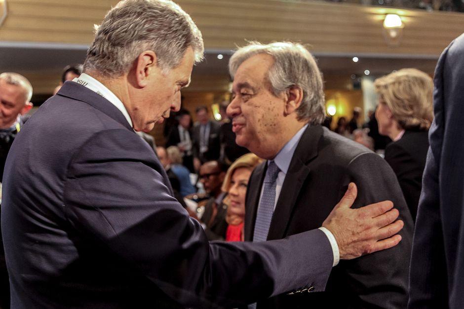 Presidentti Niinistö ja YK:n pääsihteeri António Guterres keskustelevat Münchenin turvallisuuskonferenssissa 17. helmikuuta 2017.