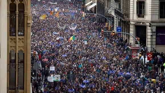 Tuhannet ihmiset marssivat maahanmuuttajien ja pakolaisten puolesta Barcelonassa Koillis-Espanjassa 18. helmikuuta 2017.