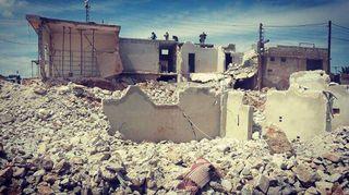 Nelihenkisen perheen koti oli tuhoutunut täysin pommituksessa pohjois-Syyriassa.