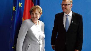Angela Merkel ja Juha Sipilä tiedotustilaisuuden jälkeen Berliinissä keskiviikkona.
