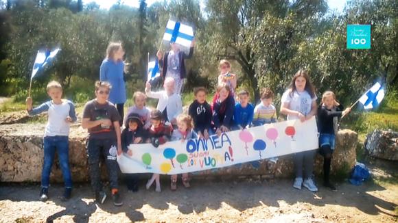 Ateenan Suomi-koulun oppilaita.