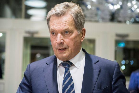 Sauli Niinistö saapuu Ylen Studiotalolle. Presidentti Sauli Niinistö TV1:n studiossa presidenttitentti-ohjelmassa 15.01.2018. Presidentinvaalit 2018, presidenttipäivät televisiossa