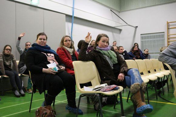 Inarin koulun vanhemmilla oli kovia kysymyksiä sisäilmaraportin tuloksista.