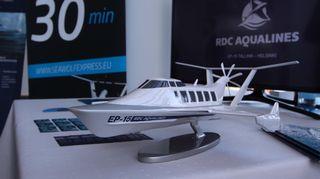 modell på en markeffektfarkost som ska börja trafikera mellan Helsingfors och Tallinn.