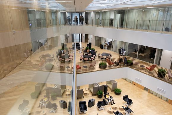 Aalto-yliopiston kauppakorkeakoulun kolme kerrosta.