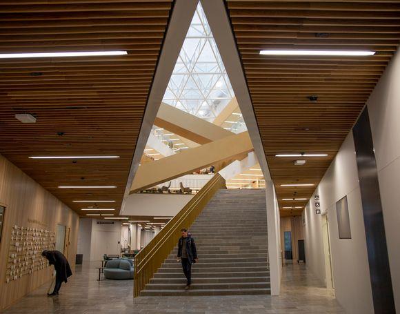 Aalto-yliopiston kauppakorkeakoulun ala-aula.