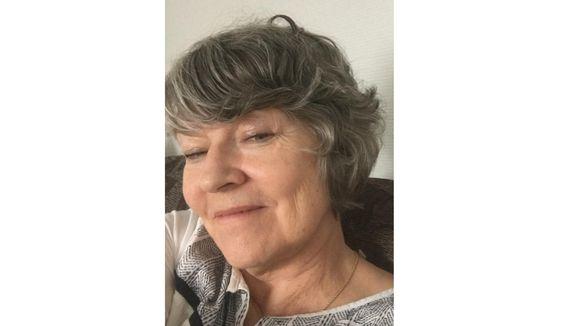 Lea Laitinen lâi 1970-lovvoost Njellimist opâttâlmijn anarâškielâ Elsa já Tuomas Valle lunne. Tääl sun lii iäláttuvâst já áásá Helsigist.