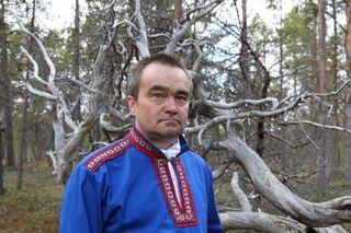 Heimo Semenoff luki mummonsa vanhan tarinan ukkosesta Sevettijärven ääni-installaatioon.