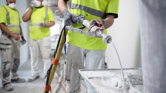 Työmiehiä rakennustyömaalla