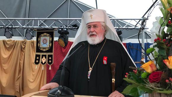 Isä Leo Sevettijärvellä puhumassa kolttasaamelaisten asutusjuhlassa 24.8.2019.