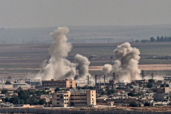 Savua nousee Syyrian pohjoisosassa sijaitsevasta Ras al-Ainin kaupungista 11. lokakuuta 2019.